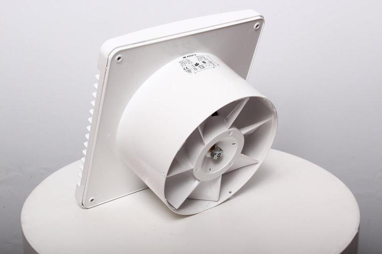 Вытяжной вентилятор зи пластмассы