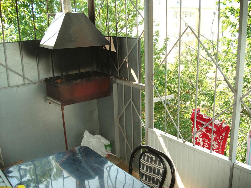 Мангал с вытяжкой на балконе